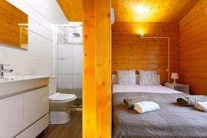 A bathroom at Monte Beato