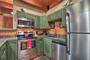 A kitchen or kitchenette at Cozy Creekside Getaway - Walk to Thunderhead Lift!