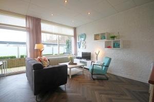 A seating area at Aparthotel Bos en Duin Texel