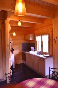 A kitchen or kitchenette at La Clé Des Champs
