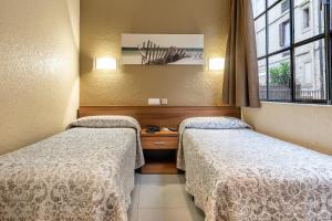 Cama o camas de una habitación en Hostal Iznajar Barcelona