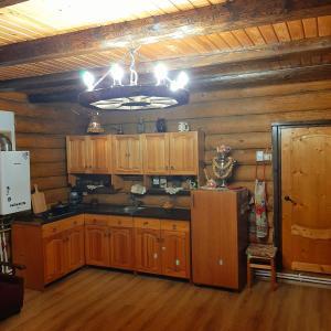 A kitchen or kitchenette at Домик в деревне с баней на дровах для семейного отдыха, рядом с городом