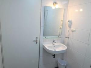 Um banheiro em Bahia Apartments & Diving