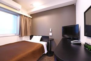 A bed or beds in a room at Urbain Tokyo Haneda Kamata
