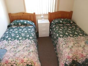 A bed or beds in a room at Sonbern Lodge Motel