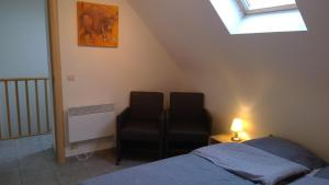 A bed or beds in a room at De Blauwvoet Studio