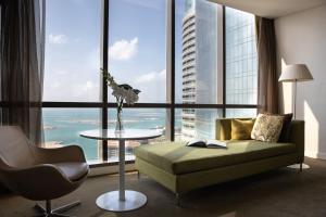 A seating area at Conrad Abu Dhabi Etihad Towers