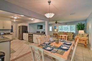 A restaurant or other place to eat at Canal Front Home with Dock and Access to Crystal River