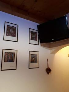 A television and/or entertainment centre at Casa Valentina