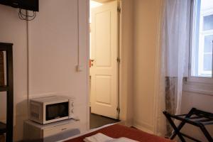 Uma televisão e/ou sistema de entretenimento em Burgos Guest House