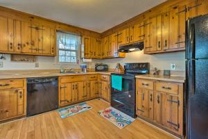 A kitchen or kitchenette at Cozy Yarmouth Home - Walk to Colonial Acres Beach!