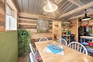 A restaurant or other place to eat at Creekside 'Stoney Cabin' - 15 Min to Harrisburg