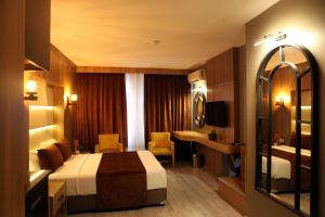 A bed or beds in a room at Aktas Hotel