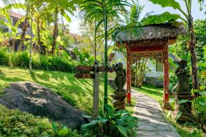 A garden outside Ubud Sari Health Resort