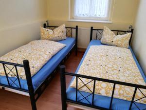 Ein Bett oder Betten in einem Zimmer der Unterkunft Ferienwohnung Barbarossa