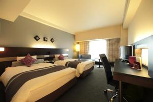 A bed or beds in a room at Crowne Plaza ANA Kumamoto New Sky
