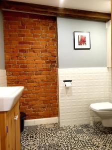 A bathroom at ITALIANO VERO