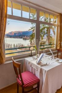 A restaurant or other place to eat at Hotel Triglav