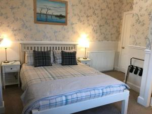 A bed or beds in a room at Dunvegan B and B
