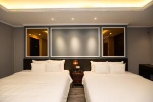 A bed or beds in a room at Dragon Pearl Hotel