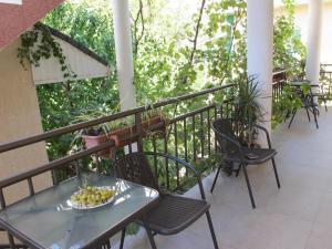 """A balcony or terrace at Гостевой дом """"Морской прибой"""""""