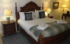 A bed or beds in a room at Islay House