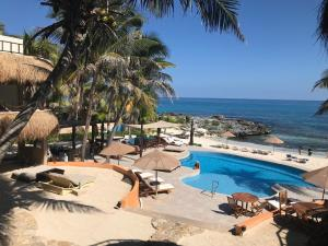 A view of the pool at Hotel Playa La Media Luna or nearby