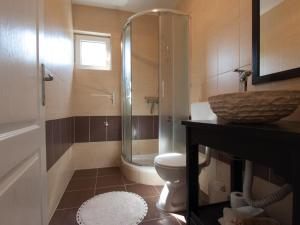 A bathroom at Silba Otium