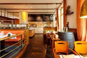 Ein Restaurant oder anderes Speiselokal in der Unterkunft Vienna House Remarque Osnabrück