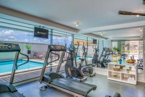 The fitness center and/or fitness facilities at Intercity Natal