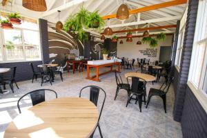 Um restaurante ou outro lugar para comer em CLH Suites Bonito Sul