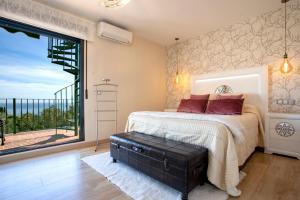 Postel nebo postele na pokoji v ubytování luxury villa sea views private pool - jacuzzi spa - Bbq