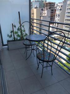 A balcony or terrace at Departamento a estrenar en Palermo con pileta.