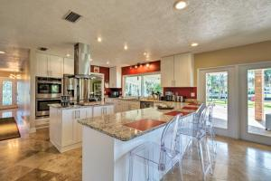 A kitchen or kitchenette at Waterfront Crystal River Home w/Dock & Fire Pit