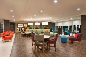 A restaurant or other place to eat at Home2 Suites by Hilton Orlando International Drive South