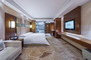 A bed or beds in a room at Galaxy minyoun Chengdu Hotel