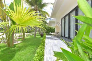 A garden outside Cocoland River Beach Resort & Spa