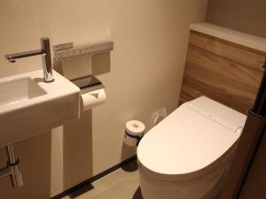 A bathroom at THE BLOSSOM HIBIYA