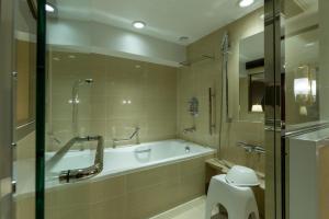 Kamar mandi di Kyoto Century Hotel