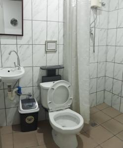A bathroom at Hotel Sisters Inn