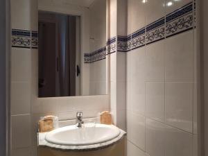 A bathroom at Villa Eden