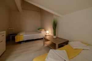 A bed or beds in a room at GUZ Apartamenty