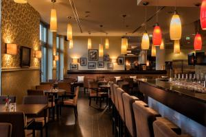 A restaurant or other place to eat at The Rilano Hotel Hamburg
