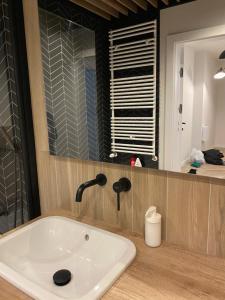 A bathroom at ONE Apartamenty Gąsiorowskich 4