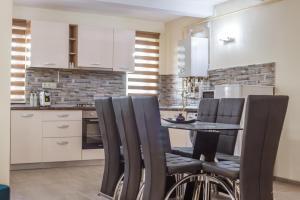 O bucătărie sau chicinetă la Dany Rent A Home