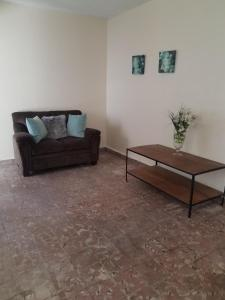 A seating area at Alondra San Juan Apartments