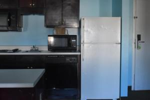 A kitchen or kitchenette at Guest Cottages & Suites