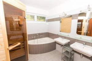 A bathroom at Villapark Lipno Dreams