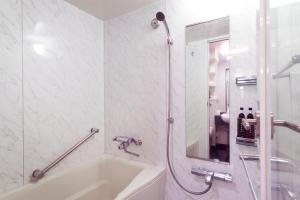 A bathroom at Urban Hotel