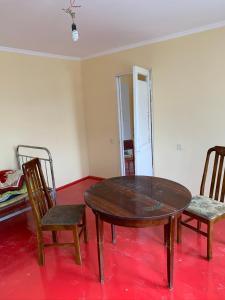 Uma área de estar em Yasamal Hostel